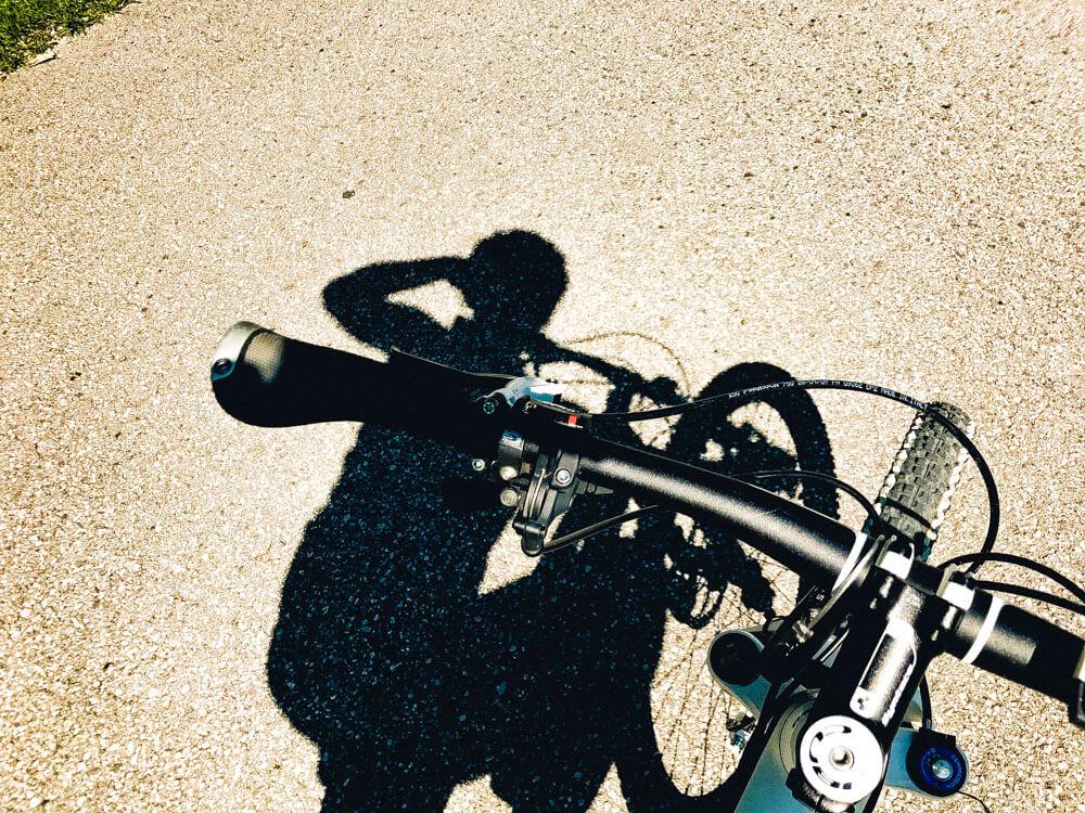 Viel Sonne und tolle Aussichten bietet eine Radtour entlang des Zillertal-Radwegs.</div>